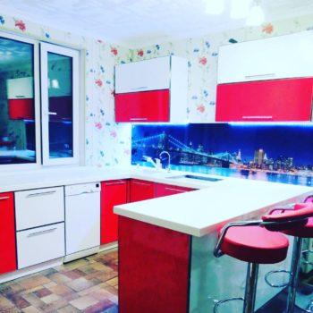 Кухня под заказ !!фасад Акрил в металлической оконтовке .