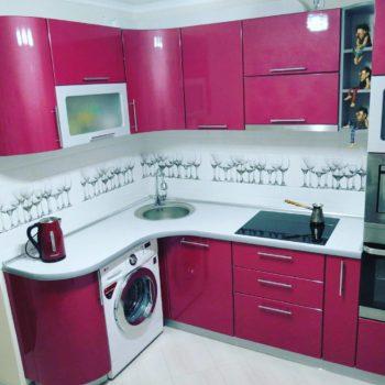 Кухонный гарнитур бело-розовый угловой Петропавловск