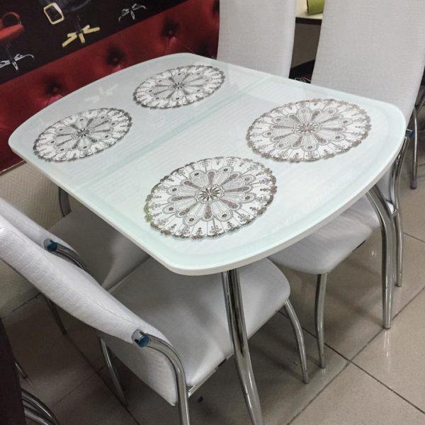 Белый столик с кожей рептилии под стеклом Меса в Петропавловске