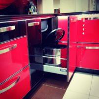Чёрно-красная кухня Нашвилл в Петропавловске